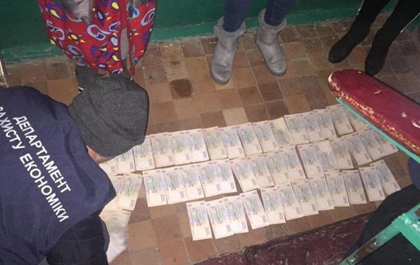 Требовал 35 тысяч гривен: В Херсоне на горячем задержали влиятельного чиновника