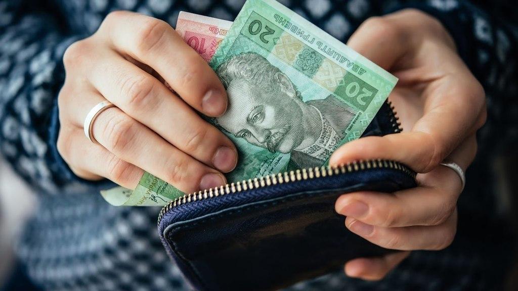 В Украине по-новому будут начислять соцвыплаты: как будет работать и что следует знать