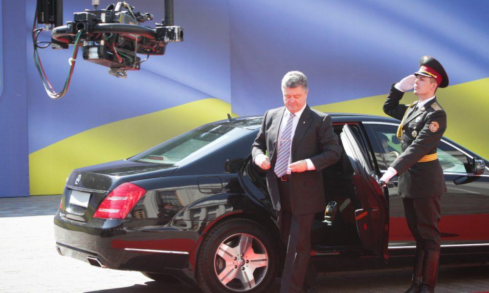 Два роскошных Мерседесы для Порошенко: Всплыла скандальная информация! Цена вопроса 42 миллионо