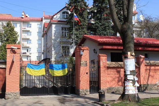 Нестабильная ситуация в стране: Львовский облсовет призвал закрыть в городе генконсульство России