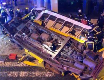 Трамвай сошел с рельсов и врезался в здание, много пострадавших: первые подробности