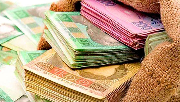 Рада увеличила пенсии и зарплаты: кому повезет и что нужно знать украинцам