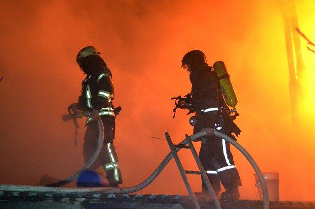 Все в дыму: В столичной многоэтажке произошел крупный пожар