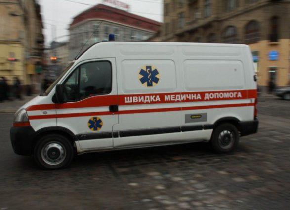 Стояли на тротуаре: Во Львове «скорая» сбила женщину с ребенком, первые подробности трагедии