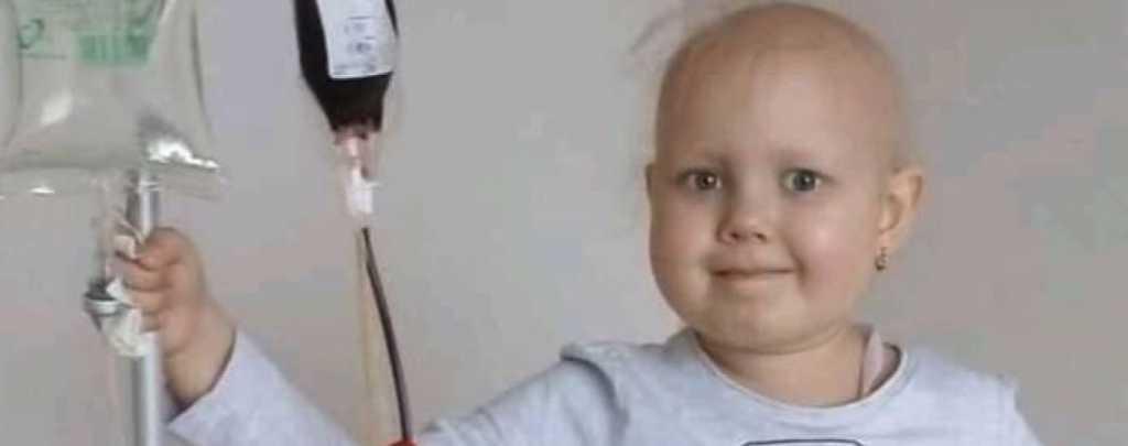Только летом похоронили сына, а теперь и жизнь дочери под угрозой: Родители маленькой Юлии умоляют о помощи