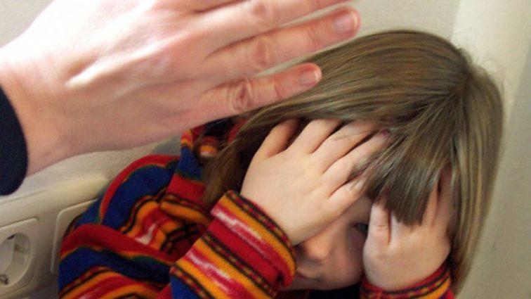 Многочисленные синяки и ушибы: На Львовщине мать жестоко избила 4-летнюю дочь