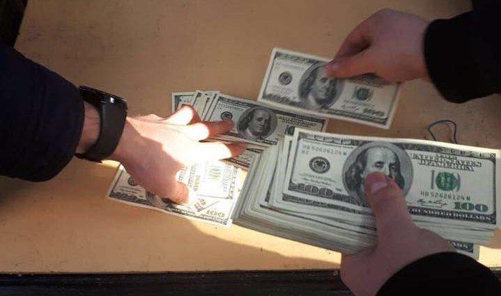 На взятке в $ 47,5 тысячи: НАБУ задержало офицера СБУ