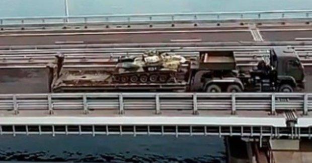 На Керченском мосте засекли колонны российской техники: первые подробности