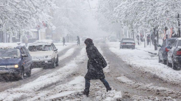 Лучше на улицу не выходить: синоптики рассказали о снеге и метели, что накроют Украину уже завтра