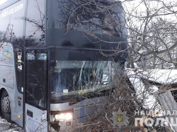 Жуткая ДТП в Винницкой области: Рейсовый автобус на скорости влетел во двор дома