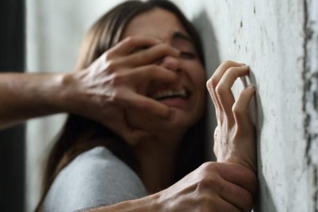 Долгое время издевались, а потом изнасиловали: На Херсонщине двое парней жестоко надругались над 16-летней сиротой