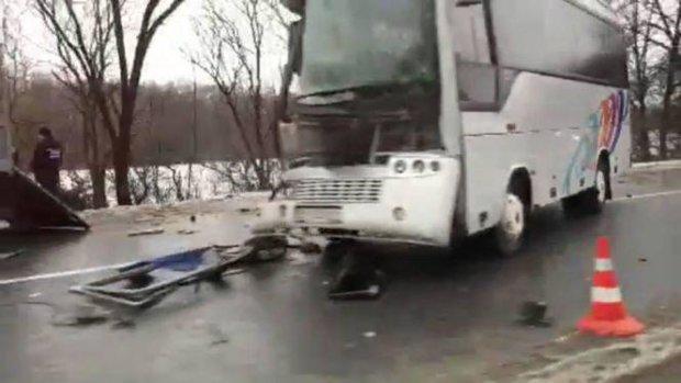 Сносил все на своем пути: На Хмельнитчине произошло жуткое ДТП с пассажирским автобусом