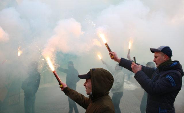 Прогремели взрывы, вся улица в дыму В центре Киева прошел масштабный митинг, первые детали