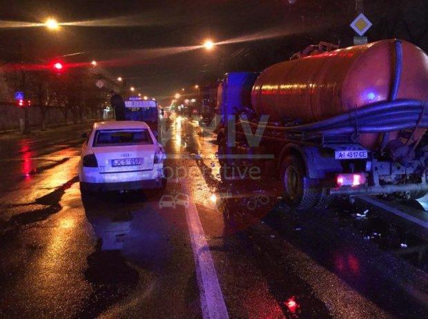 Жуткая ДТП поставила Киев на уши: Грузовик протаранил ряд авто на большой скорости