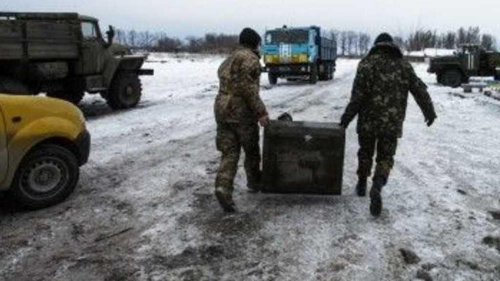 Боевики обстреливают украинские позиции из минометов, есть раненые: новости Донбасса