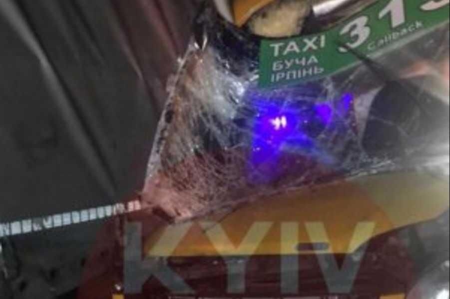 Пассажиры оказались в ловушке: показали видео ДТП с автобуса в первые минуты после столкновения