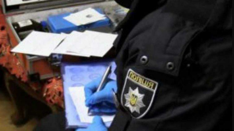 Тела женщин были разорванные и в крови: молодой киевлянин расправился с матерью и выбросился из окна