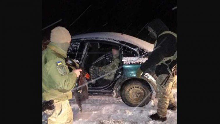 Пытался прорваться: украинские пограничники обстреляли автомобиль на «евробляхах»