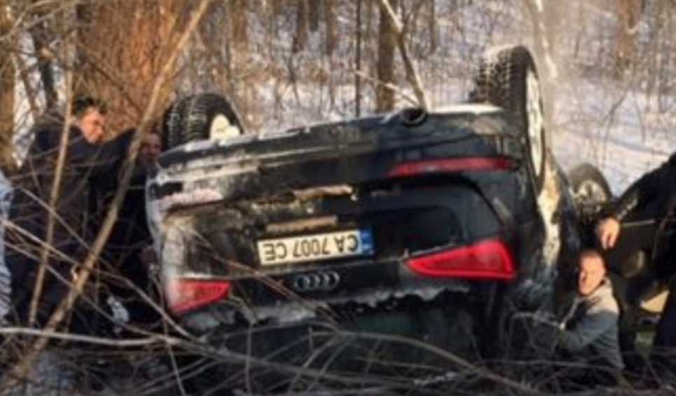 Опасная ДТП на украинской трассе: авто с детьми перевернулось на крышу