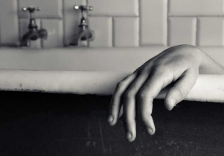 Нашли в луже крови: женщина отчаянно пыталась свести счеты с жизнью