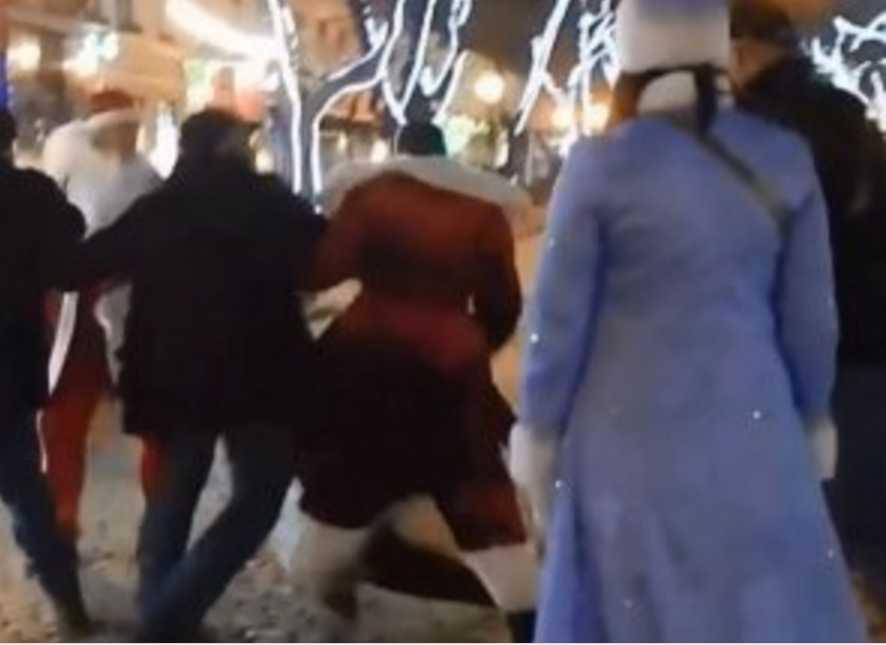 «Женщины кричали. Дети плакали»: Деды Морозы устроили гопническую драку