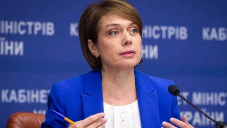 Из-за антиукраинской языковой политике: скандальная писательница подала на Гриневич в суд
