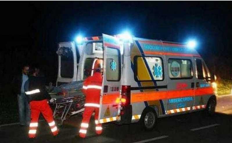 Поезд влетел в автобус с пассажирами: много пострадавших и трое погибших