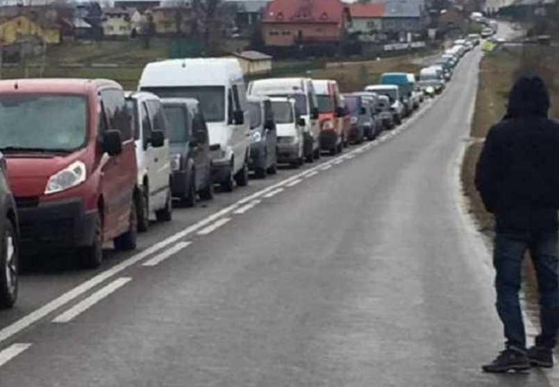 Праздники под угрозой: на западной границе застряли сотни украинцев