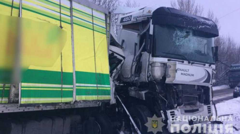 Зрелище не для слабонервных: два грузовика попали в смертельную аварию