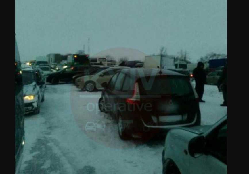 Настоящий апокалипсис: украинская трасса заблокирована из-за снегопада