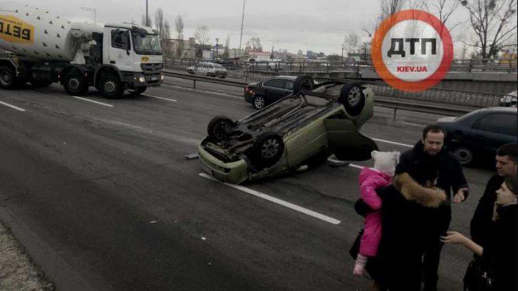 Опасная ДТП на украинском трассе: вся семья попала в аварию, детали
