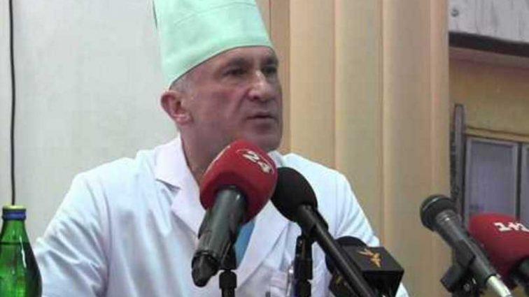 Выгнал всех из палаты и начал разрезать бойца: главный военный хирург Львова пьяным начал оперировать