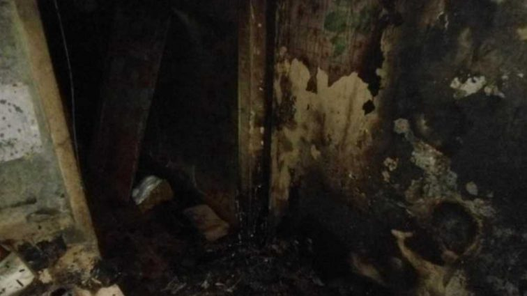 В дом военного бросили «коктейль Молотова»: Пострадали жена с дочкой