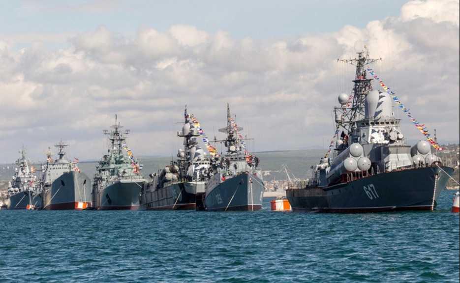 Украинские военные корабли приведены в полную боеготовность, что происходит