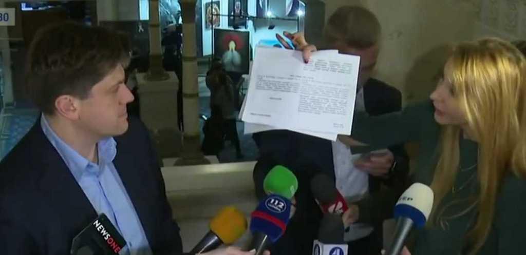 Скандальный законопроект о блокировании СМИ: нардепы от БПП чуть не подрались в кулуарах Рады