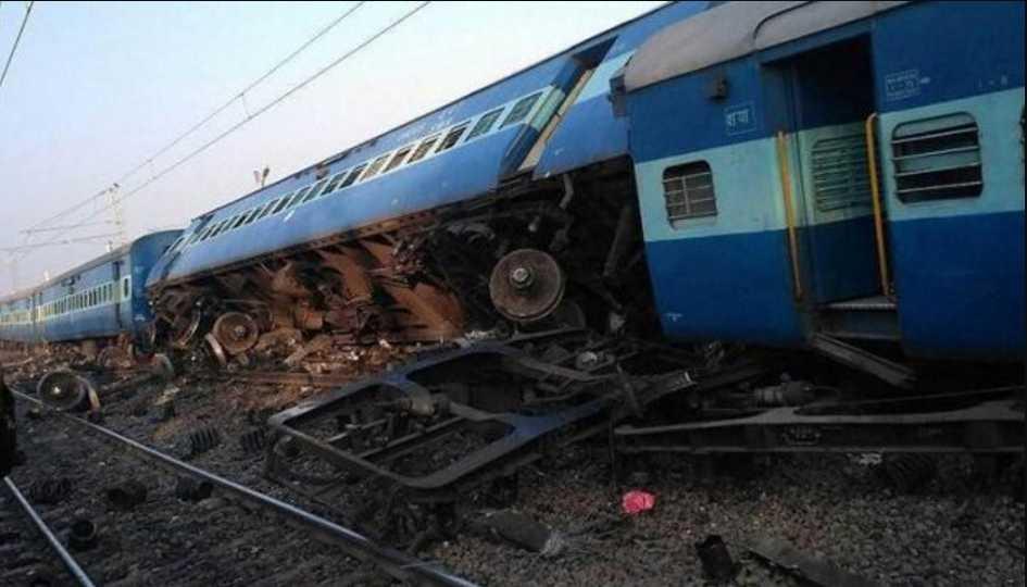 В поезде находилось около 200 человек: 10 вагонов сошли с рельсов, есть пострадавшие