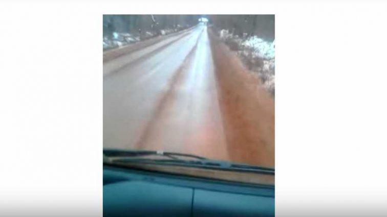 Выпал кроваво-красный и черный снег: в Украине показали фото аномалии