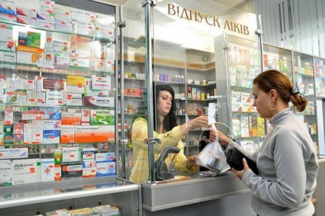 Украинцы могут проснуться в новом году без лекарств: нововведения, которые ударят по каждому