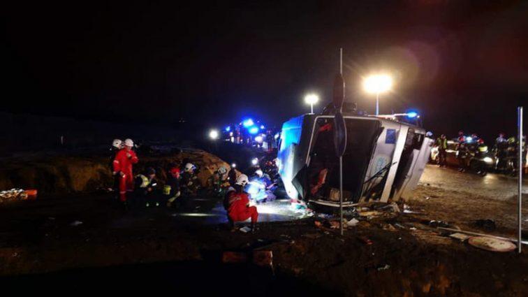 Пассажирский автобус на большой скорости влетел в канаву: первые подробности трагедии