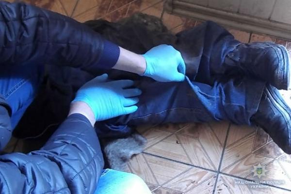 Выхватил топор и ударил по голове: В Ровенской области мужчина убил собственного племянника
