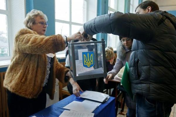 В Украине проходят первые местные выборы: узнайте все подробности