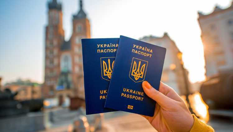 Безвиз могут отменить: Еврокомиссия срочно обратилась к Украине