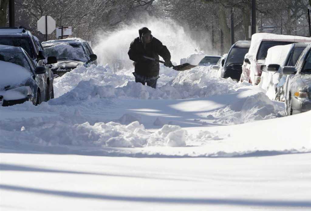 На Украину надвигается снежный циклон и штормовой ветер: синоптики рекомендуют оставаться дома