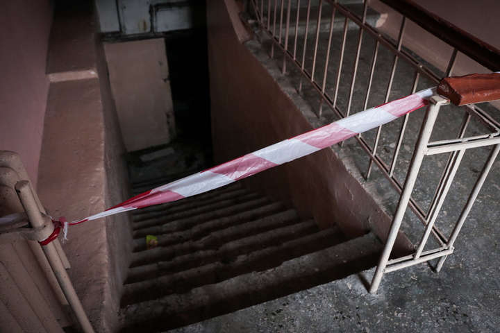 Лежало в затопленном подвале: В Киеве нашли тело мужчины