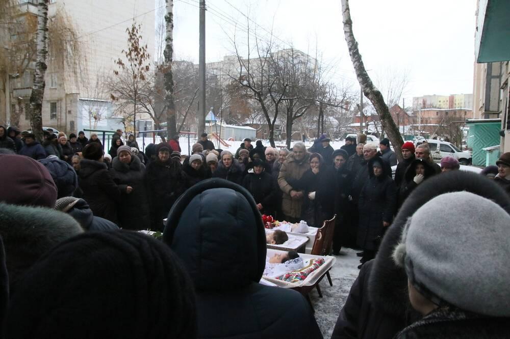 4 гроба и дети в них, словно ангелы! В Виннице похоронили убитых под Новый год детей и женщин