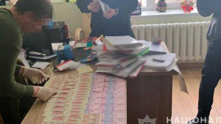 Получил более 700 тысяч гривен: В Луганской области на взятке задержали влиятельного чиновника
