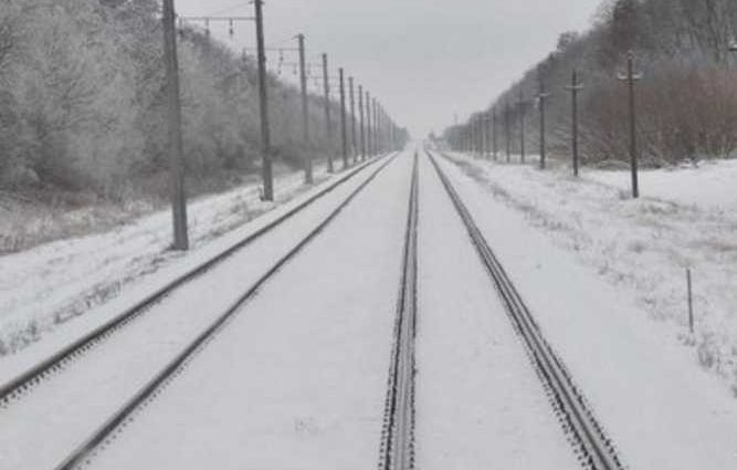 Осталась маленькая дочь: Трагедия на железной дороге унесла жизнь молодой девушки