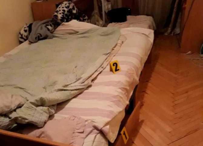 Запрятанное тело в диване нашел сын: На Буковине мужчина жестоко убил жену