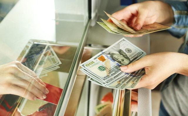 Доллар начал расти: Что будет с курсом валют после праздников