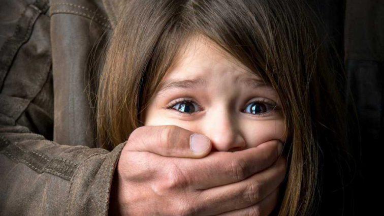 В семье еще шестеро детей: отец развращал 11-летнюю дочь